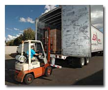 We move containers and pallets for B2B and B2C orders on less than truck load shipments.